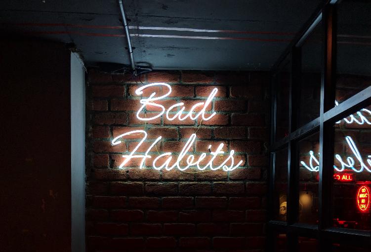 10 schlechte Angewohnheiten, die deinen Finanzen schaden